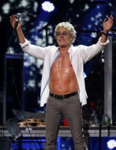 roger_daltrey_stomach_scar_12_12_12_concert_sandy_the_who.jpg