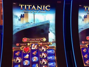 Old Titanic Slot Machine